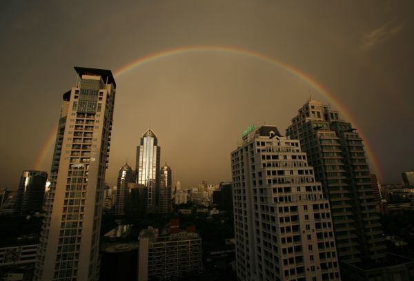 A rainbow arches over Bangkok's skyline after a rain storm on May 27, 2007. REUTERS/Adrees Latif (THAILAND)