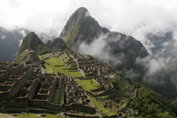 A view of the Inca citadel of Machu Picchu in Cuzco March 24, 2008. Peru expects the arrival of two million visitors in 2008, after the election of Machu Picchu as one of the New 7 Wonders of the World, according to Peru's Tourism and Commerce Ministry