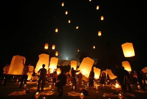 Buddhists release paper lanterns near Borobudur temple during Vesak Day celebrations in Magelang, central Java, May 9, 2009. Buddhists in Indonesia celebrated Vesak Day on Saturday, honouring the birth, enlightenment and death of Buddha more than 2