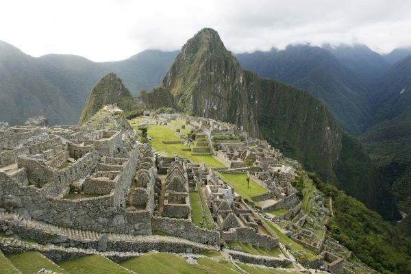 A view of the Inca citadel of Machu Picchu in Cuzco May 29, 2009. Picture taken May 29. REUTERS/Enrique Castro-Mendivil (PERU SOCIETY TRAVEL)