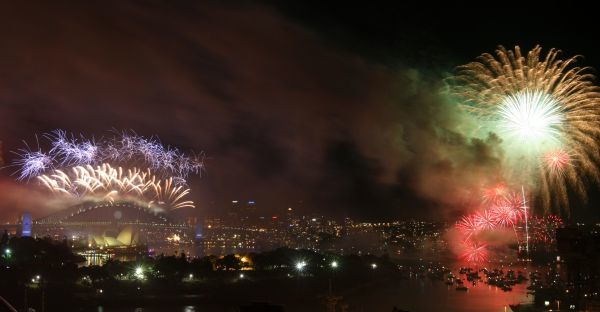 Fireworks explode over the Sydney Harbour Bridge and Opera House during a pyrotechnic show to celebrate the New Year January 1, 2010. REUTERS/Tim Wimborne (AUSTRALIA - Tags: ANNIVERSARY SOCIETY)