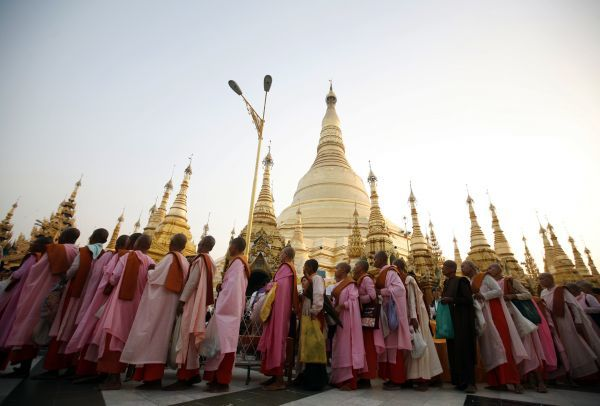 Buddhist monks wait for alms at the newly renovated Shwedagon Pagoda during the annual Thapound festival in Yangon February 26, 2010. REUTERS/Soe Zeya Tun (MYANMAR - Tags: SOCIETY RELIGION IMAGES OF THE DAY)