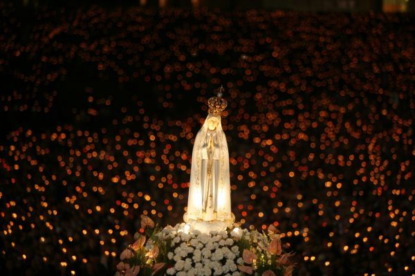 A statue of the Holy Virgin Mary of Fatima is carried during a candlelight vigil at Fatima's holy shrine in central Portugal October 12, 2007