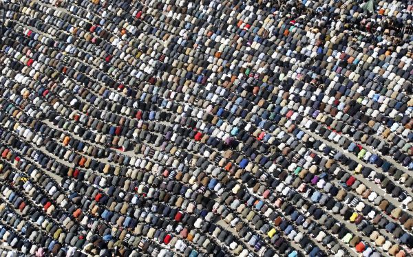 Anti-government protesters take part in Friday prayers at Tahrir Square in Cairo February 4, 2011. Tens of thousands of Egyptians prayed in Cairo's Tahrir (Liberation) Square on Friday for an immediate end to President Hosni Mubarak's 30-year rule