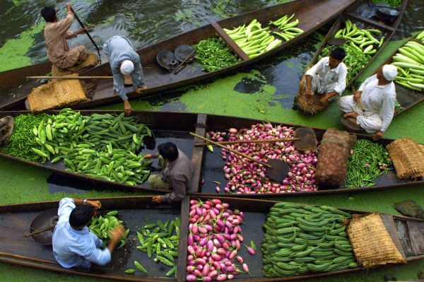 Kashmiri vegetable sellers gather at a floating market on Dal Lake in Srinagar, the summer capital of Jammu and Kashmir state August 11, 2002