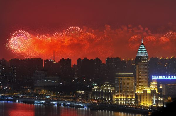 Fireworks light up the Shanghai skyline during the opening ceremony for the Shanghai 2010 World Exhibition, April 30, 2010. REUTERS/Philippe Wojazer (CHINA - Tags: BUSINESS CITYSCAPE POLITICS)