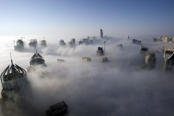 Heavy fog rolls by early in the morning near the Dubai Marina November 21, 2007. Fog across the United Arab Emirates has disrupted traffic and delayed many flights over the last few days. REUTERS/Steve Crisp (UNITED ARAB EMIRATES)