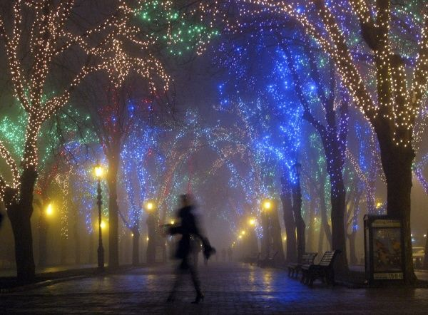 A woman walks in a heavy fog along Primorsky Boulevard in Odessa February 5, 2008. REUTERS/Gleb Garanich (UKRAINE)