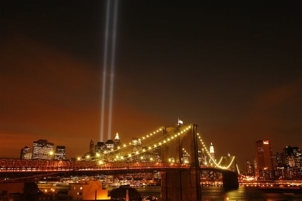 "The Brooklyn Bridge frames lower Manhattan as the ""Tribute in Lights"" illuminates the sky on the seventh anniversary of the attack on the World Trade Center in New York September 11, 2008. REUTERS/Lucas Jackson (UNITED STATES)"