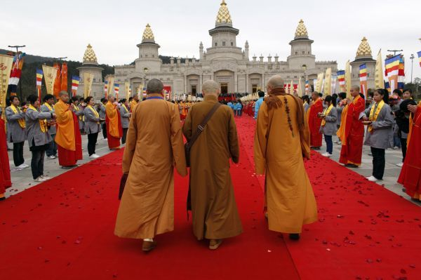 Buddhist monks arrive to the Buddhist Palace for the opening ceremony of the second World Buddhist Forum in Wuxi March 28, 2009