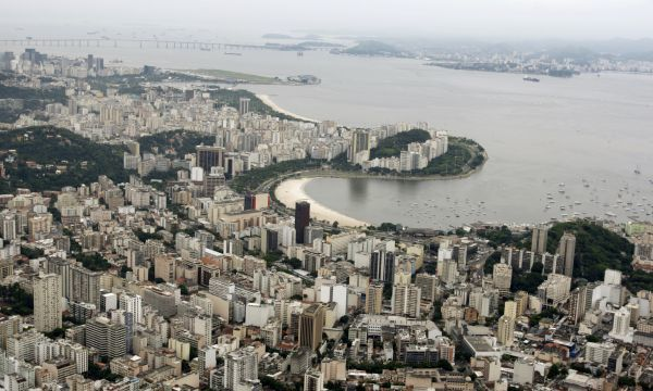 An aerial photograph of the Guanabara bay in Rio de Janeiro March 28, 2009. REUTERS/Bruno Domingos (BRAZIL TRAVEL)