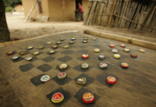 A game of checkers laid out with bottle caps is seen at the village of Conde Grande near Cacongo January 16, 2010. REUTERS/Rafael Marchante(ANGOLA - Tags: SOCIETY)