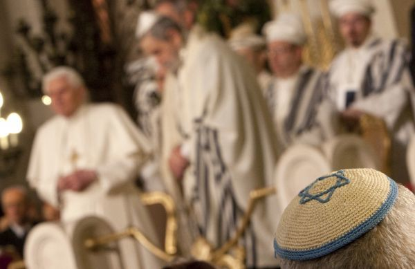 A Jewish skull cap is seen during Pope Benedict XVI's visit to Rome's main synagogue January 17, 2010. REUTERS/Max Rossi (ITALY - Tags: RELIGION)