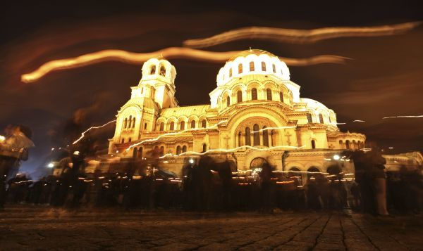 "Worshippers walk around the golden-domed ""Alexander Nevski"" cathedral after the Easter mass, in Sofia April 3, 2010. REUTERS/Oleg Popov (BULGARIA - Tags: RELIGION SOCIETY)"