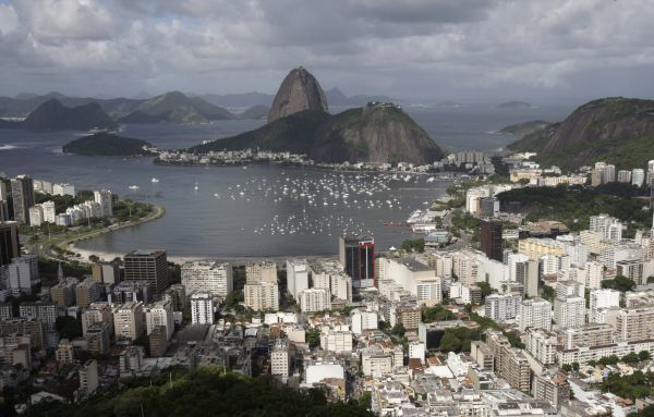 An aerial photograph of the popular tourist attraction Sugar Loaf mountain in Rio de Janeiro, April 8, 2010. REUTERS/Sergio Moraes (BRAZIL - Tags: TRAVEL)