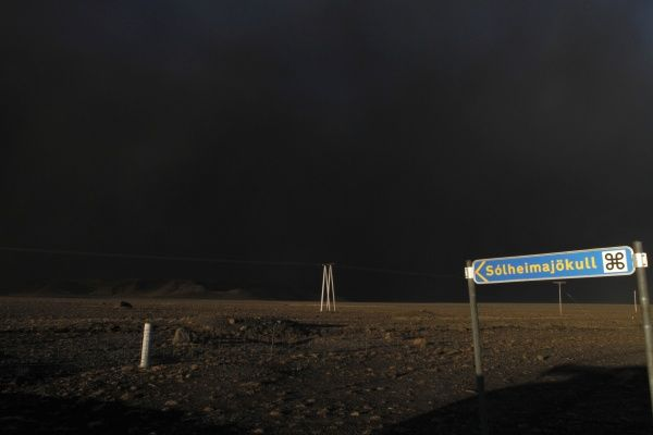 A huge ash cloud covers the sky in the day as it creeps over the Icelandic south coast April 16, 2010. A huge ash cloud from an Icelandic volcano spread out across Europe on Friday causing air travel chaos on a scale not seen since the Sept