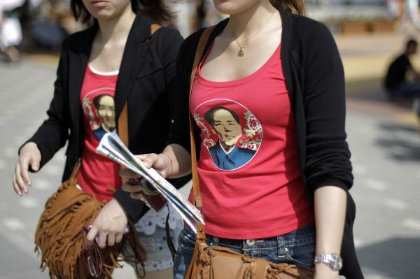 Visitors wear shirts with an image of former Chinese leader Mao Zedong at the Shanghai World Expo site in Shanghai May 2, 2010. REUTERS/Aly Song (CHINA - Tags: SOCIETY POLITICS TRAVEL)