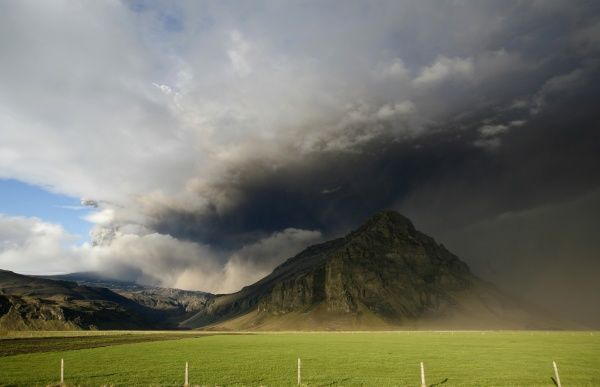 Ash plumes rise from Iceland's Eyjafjallajokull volcano May 13, 2010. Europe has been dogged for weeks by repeated shutdowns of air traffic since an erupting volcano under the Eyjafjallajokull glacier in Iceland started spewing ash in April