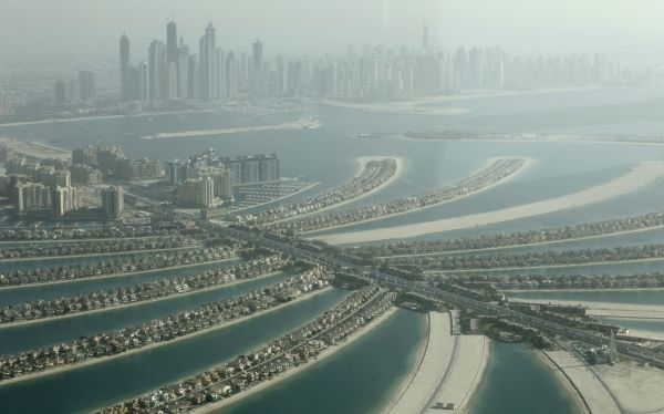 An aerial view of the Palm Jumeirah in Dubai October 25, 2010. REUTERS/Ahmed Jadallah (UNITED ARAB EMIRATES - Tags: CITYSCAPE TRAVEL)