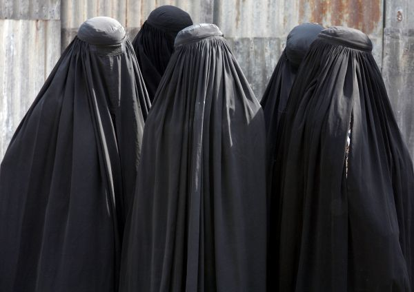 Burqa-clad women arrive to see off their relatives who are leaving Ahmedabad for Mecca in Saudi Arabia to attend the annual religious Haj pilgrimage October 26, 2010. The first batch of 450 Haj pilgrims on Tuesday set off for the annual pilgrimage to Mecca