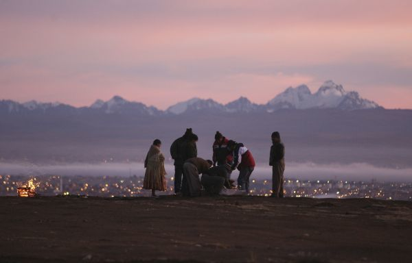 Aymara people prepare an offering to mother earth during the sunrise of the winter solstice ceremony in La Apacheta, El Alto in the outskirts of La Paz June 21, 2011. The solstice coincides with the Aymara Indian New Year. REUTERS/Gaston Brito (BOLIVIA - Tags