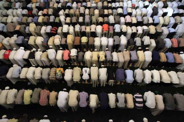 Muslims pray on the second day of Ramadan in Khartoum August 2, 2011
