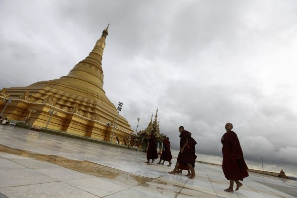 Buddhist monks visit the Uppatasanti pagoda in Naypyitaw August 12, 2011. REUTERS/Soe Zeya Tun (MYANMAR - Tags: SOCIETY RELIGION)