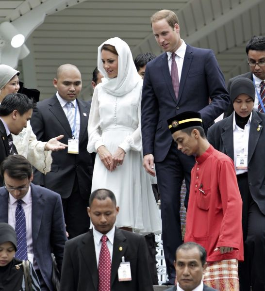 Britain's Prince William and Catherine, Duchess of Cambridge, visit the As-Syakirin Mosque at KLCC in Kuala Lumpur September 14, 2012