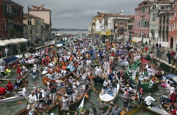 Rowers take part in the Vogalonga, or long row, in the Grand Canal in the Venice lagoon May 19, 2013