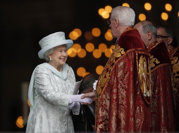 Britain's Queen Elizabeth leaves St Paul's Cathedral after a thanksgiving service to mark her Diamond Jubilee in London June 5, 2012