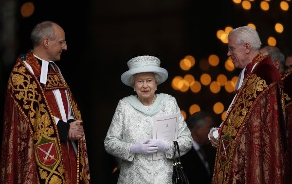 Britain's Queen Elizabeth smiles as she leaves St Paul's Cathedral with its Dean, David Ison (L) and the Canon Pastor, Michael Colclough (R) following a thanksgiving service to mark her Diamond Jubilee in central London June 5, 2012